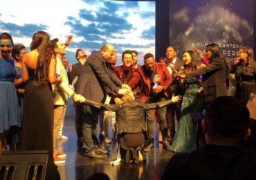 Ludmila Ferber recebe oração com imposição de mãos e profecia de cura em SP