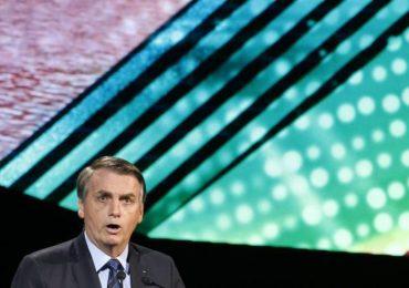 """Porteiro mentiu ao envolver Bolsonaro, diz promotora; Presidente cita Bíblia: """"Verdade libertará"""""""