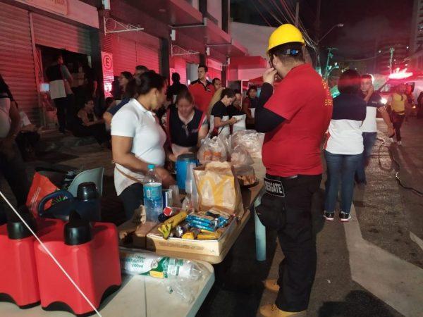 Voluntários evangélicos se mobilizam em apoio a vítimas de desabamento em Fortaleza