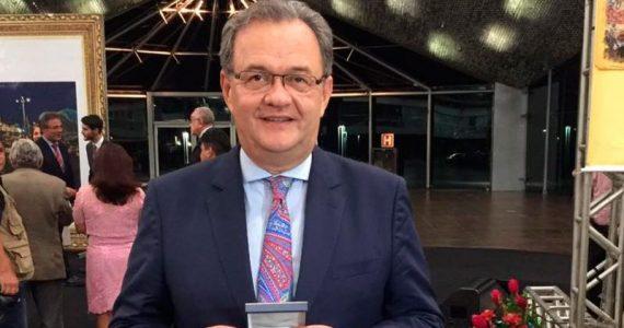 Pastor Samuel Câmara recebe a Medalha do Mérito Legislativo da Câmara