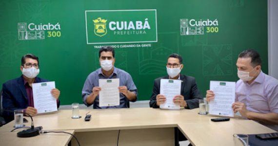 Pastores e prefeito assinam acordo para reabrir igrejas na pandemia