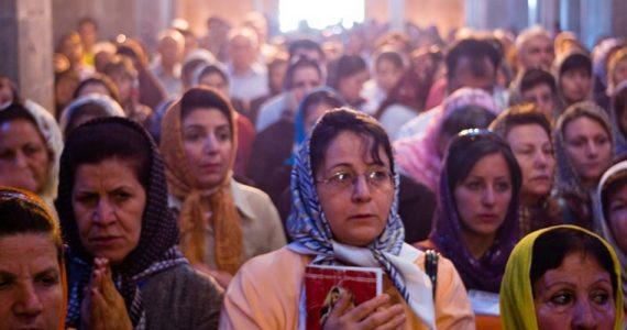 China: governo comunista interrompe culto, agride fiéis e demole ...