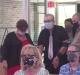 Com covid-19, pastor que foi desenganado pelos médicos volta a pregar em igreja
