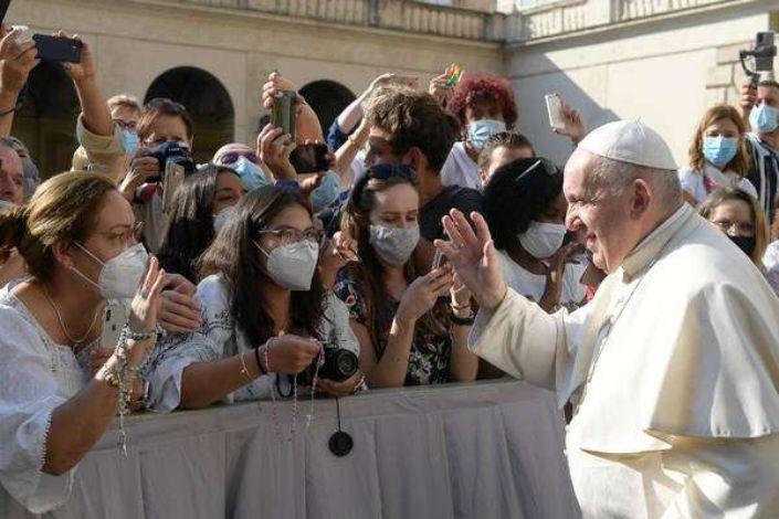 """Papa cria polêmica: """"Cristão que não ama Maria está órfão"""""""