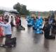 Policiais se ajoelham em oração a Deus contra furacão que já deixou 57 mortos