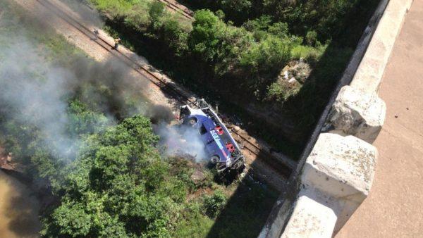 ônibus clandestino acidente queda de ponte João Monlevade