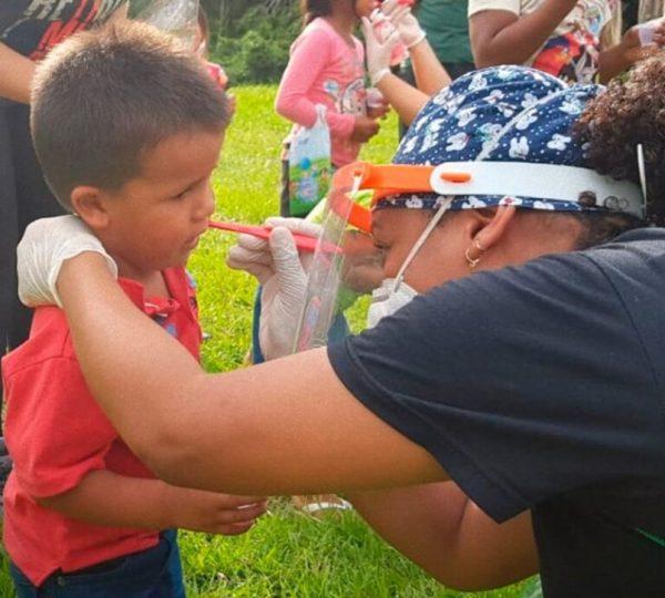 Barco 'O Missionário' leva médicos, dentistas e mensagem do Evangelho ao Amazonas