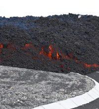 Pastor vizinho a vulcão em erupção na Espanha pede orações: 'Muita gente afetada'
